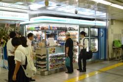 ▲ローソンメトロス秋葉原店、オープン日の様子。