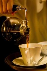▲サイフォン式で淹れられたコーヒー。初めての方は『FSブレンド』(540円)がオススメ。