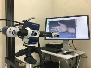 解像度(最大)0.017mm、測定精度(最大)0.022mmという高精細3Dスキャナーを使用