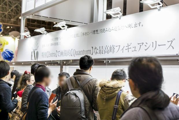 「EXQフィギュア」展示スペースには海外のフィギュアファンも含め撮影者が絶えなかった