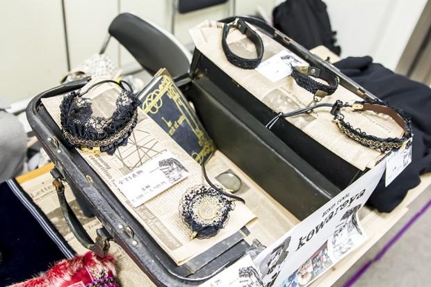 秋葉原のエジソンことササキチさんが製作した一品物の首輪やリストバンド