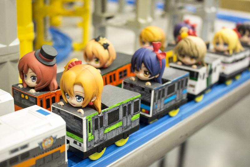 ▲走ってない列車には、あの学園アイドルが。