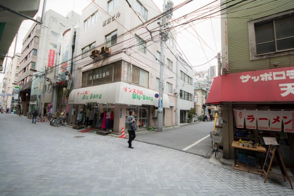 ▲20mほど歩いてこの路地まできたら左にまがる。
