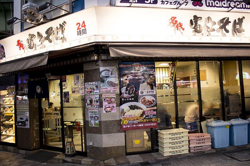 富士そば 秋葉原駅前店にもコラボポスターが貼りだされていた。