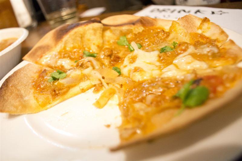 ▲ディナー時に注文できる『カリガリカレーピザ』。