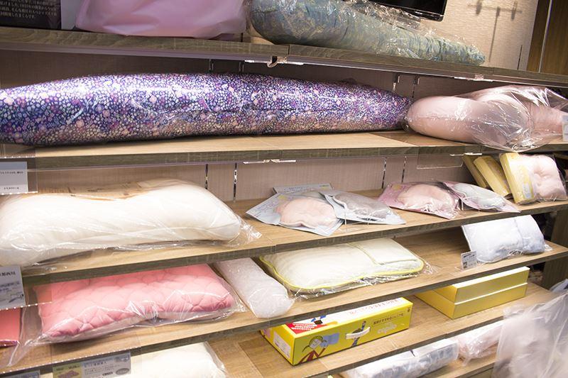 ▲セミオーダー・抱き枕なども販売。