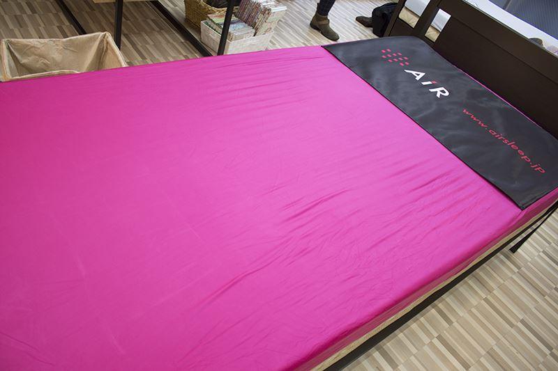 ▲一流アスリートも愛用する「air」マットを体験可能。また、枕の測定時に横になるとそのまま眠りたくなるはず。
