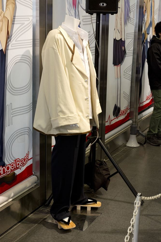 ▲『Angel Beats!』の男子制服。下駄ということは松下五段?