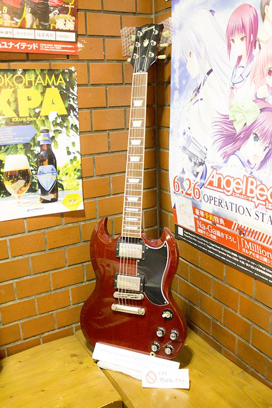 ▲入り口のギターも撮影OK