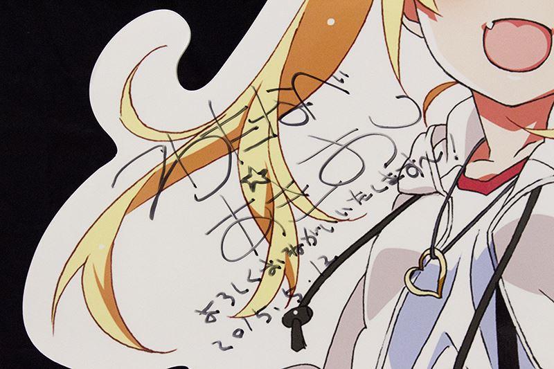 ▲イベント初日には渡辺明夫さんがみちるの等身大スタンディーにサインを書き残していった。