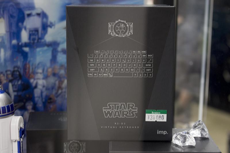 ▲ネットで話題となった『R2-D2 バーチャルキーボード』の実物も見れる。