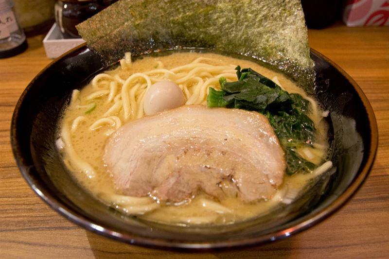 ▲ラーメン[醤油](680円)。注文時に麺の硬さ、味の濃さ、油の量を変更できる。