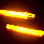 ▲折った直後の『極(上)』と『大閃光(左)』。どちらもかなりの輝度だが、やはり『極』のほうが明るい。