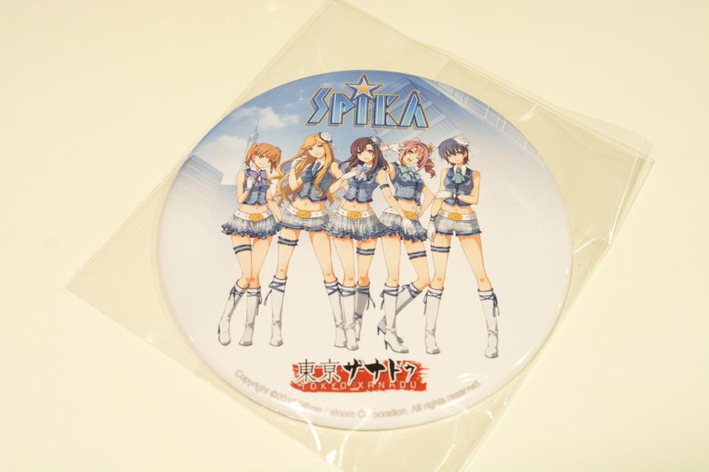 ▲販売用グッズの「SPIKA集合缶バッヂ(サイズ:150mm)」1,500円。