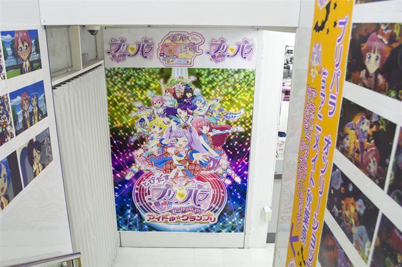 ▲入口手前には、10月24日(土)より公開される劇場版のメインビジュアルが展示。