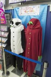▲過去のライブ衣装(着ぐるみパジャマ)。原作では、右が歳納京子、左が船見結衣が着ている。