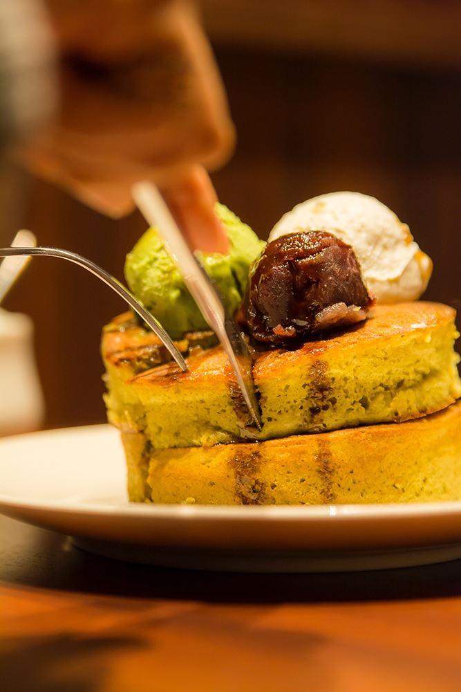 ▲ホットケーキの熱で溶け出すアイスと一緒に食べよう。