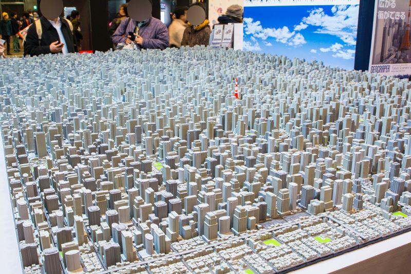 【おまけ】ワンフェスで展示されていた「ジオクレイパー」の巨大ジオラマ。