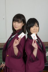 ▲店長の藤川まゆさん(右)と、ディーラーのトマレさん(左)。