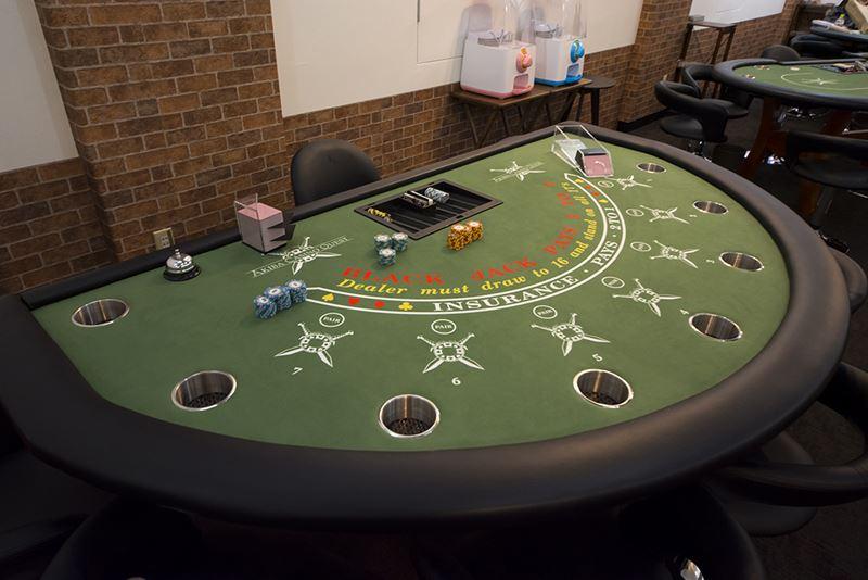▲こういった雰囲気のあるテーブルでプレイするのは実に心躍る。