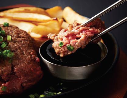 ▲ペレットで自分好みに焼いて楽しめる黒毛和牛100%のハンバーグ。