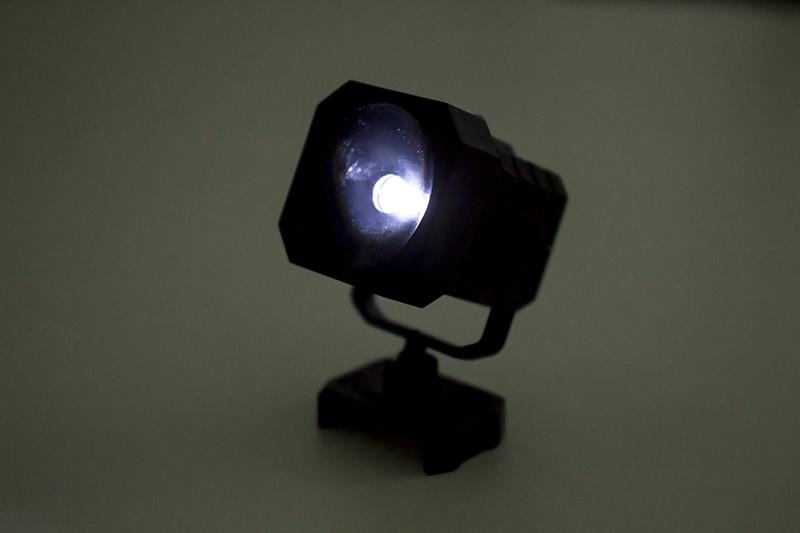 ▲1セットに1個入っている「ライトユニット」。トラス支柱にセット可能。