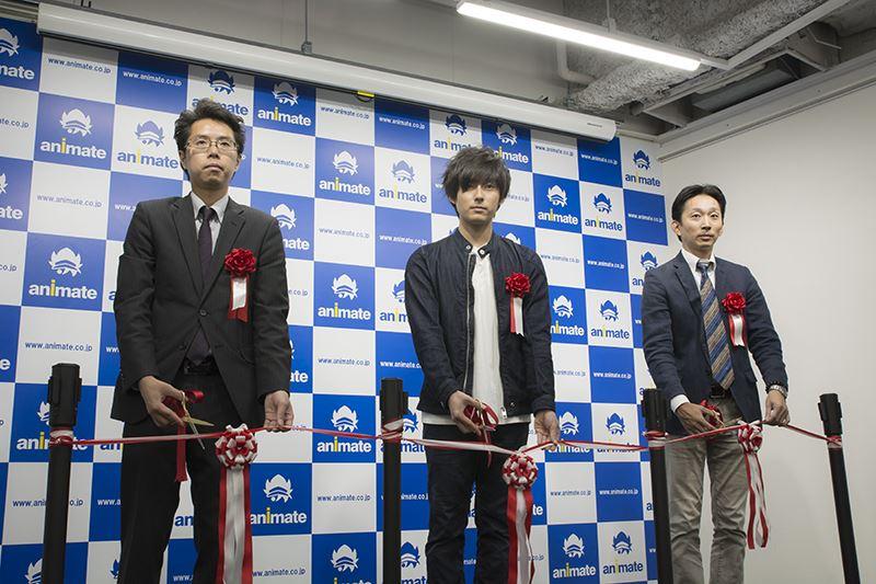 ▲左から店長・高橋氏、声優・増田さん、代表取締役社長・﨑田氏。