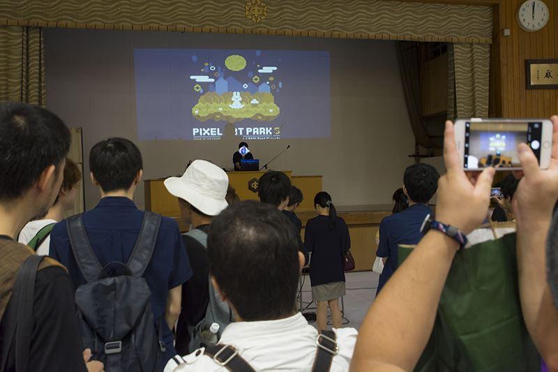 ▲ステージでは、ミュージックエリア出展者によるライブが行われていた。