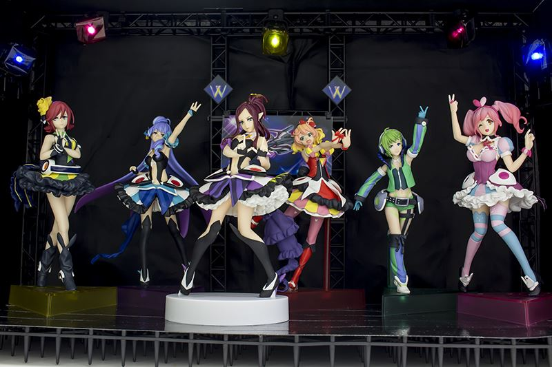 ▲アニメでは見られなかった6人での特別ライブセットが完成。