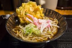 ▲『天ぷらそば(400円)』。思った以上に麺の量が多く、満足できた。