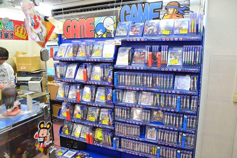 ▲レジ横にてゲームソフトを販売。
