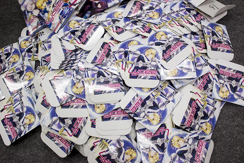 ▲ブースターボックスの空箱の上蓋を持ち込むことで、カードやポスターが当たるくじも実施。イベント会誌分程で、数百個の上蓋が並んでいた。