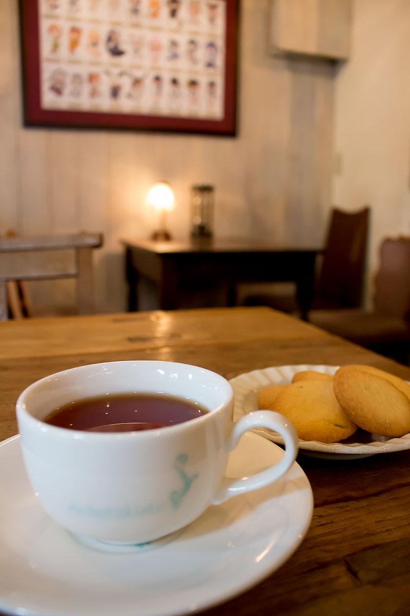 ▲カモミールとローズマリーを入れた『アルパカちゃんの特製ハーブクッキー(300円)』。シャッツキステの美味しい紅茶にピッタリ。