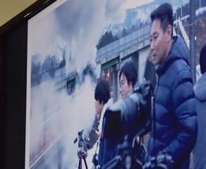 会津の線路脇の撮影スポットで蒸気機関車『C57型180号機』を待つ前原氏