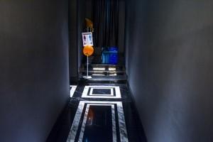 漆黒の廊下