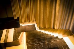 金色に輝く階段