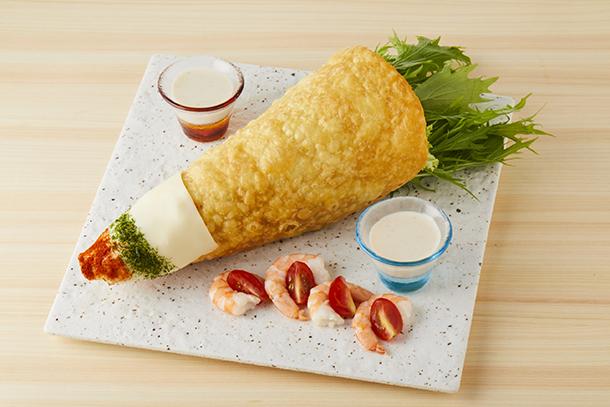 ロボ基地 喰らえ!ビッグロケット!サラダ(税込1382円)。ロケット型のトルティーヤに生野菜を入れ、崩しながら食べ進める