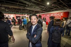 パーティ会場を挨拶してまわっていた渡辺社長。笑顔が素敵なダンディーな社長