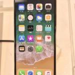 iphoneXの外観は、下部の丸ボタンを撤廃し画面を広く、またiPhone7よりも一回り大きくなっている