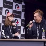 軽快なトークを繰り広げる飯田里穂さん(左)と芦名みのる監督