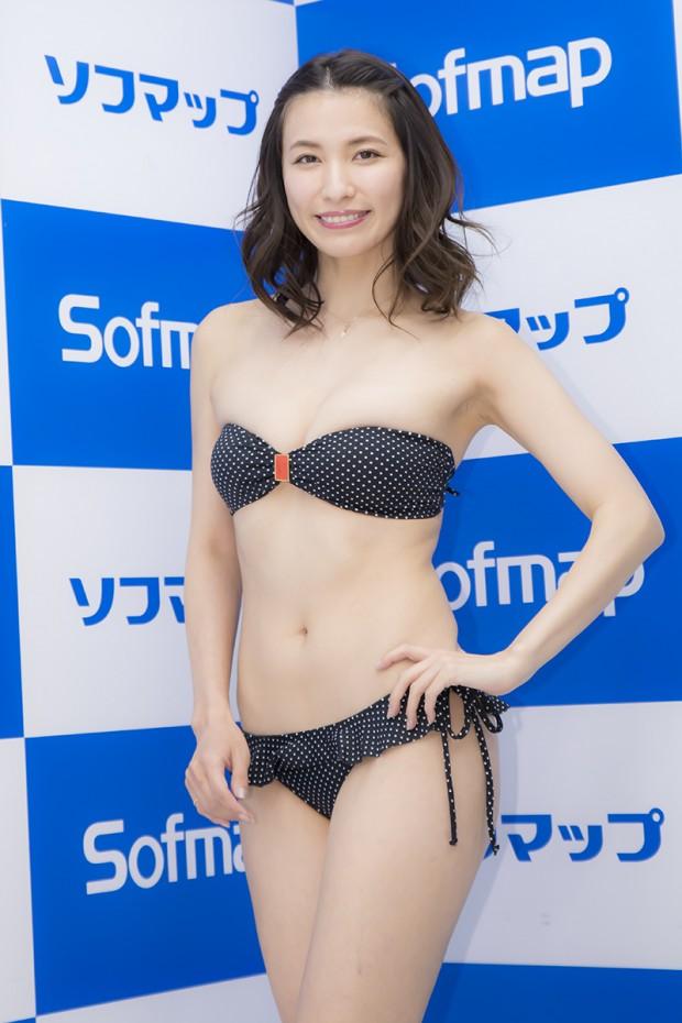 今日のビキニは「日本に売っていないブラジリアン」カットのビキニ。お尻が綺麗に見えるローライズ加減で、可愛いんです」