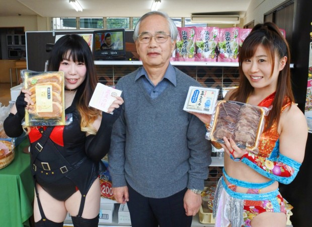 2人の高い志におされ、武田理事長(中)も緊張気味