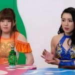 怒りに燃える小橋マリカ(左)と才木玲佳