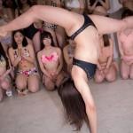 新体操経験のある桜りんはブリッジしてからの後方回転跳びを披露