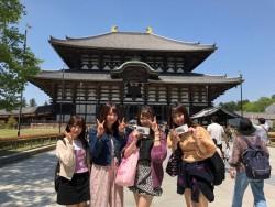 奈良に到着した桃色革命のメンバー