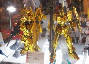 1周年の「THE GUNDAM BASE TOKYO」を記念し、ガンダムベース限定で発売されるユニコーンガンダム(ゴールドコーティング)