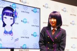 バーチャルタレントの富士葵(左)と話すえなこ