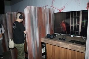 洋館ではプレステが置かれ『バイオハザードRE:2』のゲーム体験ができる