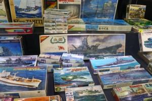 戦艦大和ほか池で浮かべる船のプラモの数々