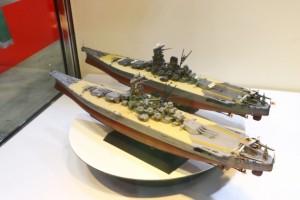 使用されたプラモはコレ。戦艦大和 就役時(手前)奥は戦艦武蔵